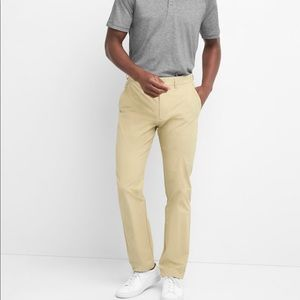 NWT Hybrid Khakis in Slim Fit with GapFlex Pants
